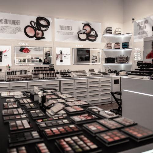 Mirka Divoká   darkroom visitor   darkroomvisitor.cz   Premium Outlet Prague