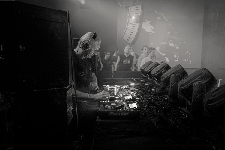 Mirka Divoká   darkroomvisitor   darkroomvisitor.cz   DJ Hell