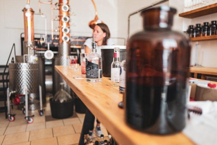 Mirka Divoká   darkroomvisitor   darkroomvisitor.cz   Spojka Karlín   Little Urban Distillery