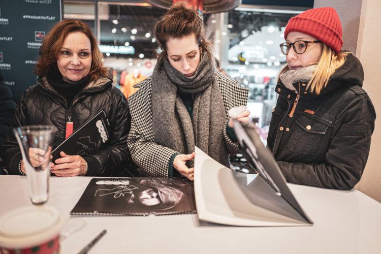 Mirka Divoká | darkroomvisitor | darkroomvisitor.cz | Mrkej a pomáhej | Fashion Arena Prague Outlet